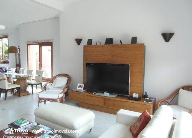 Casa-charmosa-com-vista-para-o-mar-em-Ilhabela2