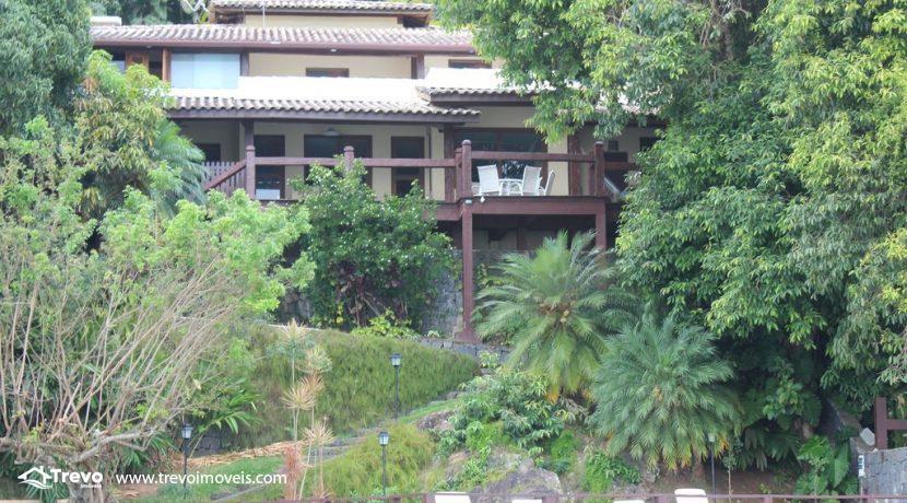 Linda-casa-costeira-com-pier-em-Ilhabela11
