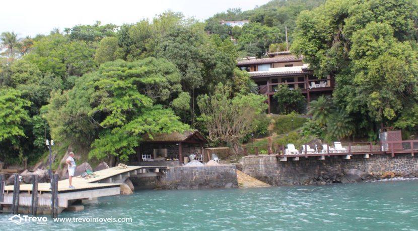 Linda-casa-costeira-com-pier-em-Ilhabela18