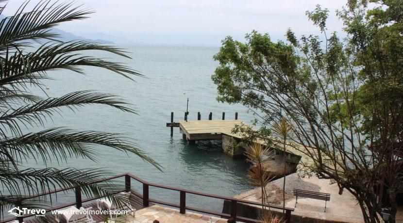 Linda-casa-costeira-com-pier-em-Ilhabela20