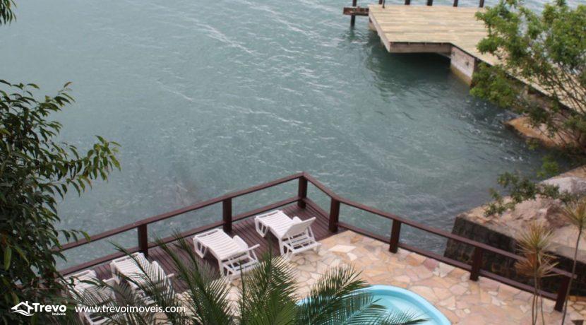 Linda-casa-costeira-com-pier-em-Ilhabela7