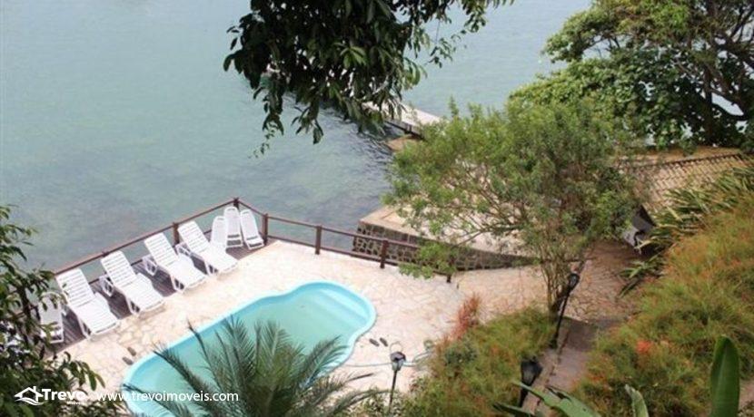 Linda-casa-costeira-com-pier-em-Ilhabela9