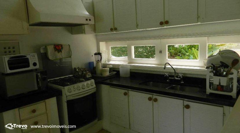 Casa-a-venda-em-Ilhabela-com-acesso-ao-mar-praia-e-costeira19
