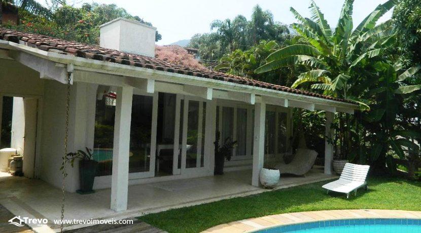 Casa-a-venda-em-Ilhabela-com-acesso-ao-mar-praia-e-costeira3
