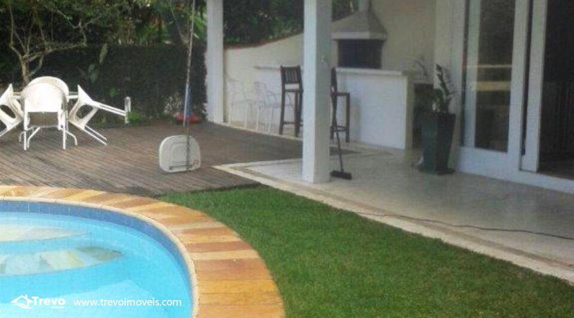 Casa-a-venda-em-Ilhabela-com-acesso-ao-mar-praia-e-costeira5