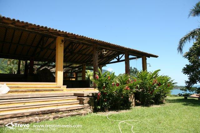 Casa-a-venda-em-Ilhabela-com-vista-para-o-mar11