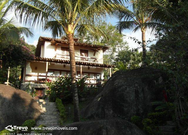 Casa-charmosa-a-venda-em-Ilhabela-em-condomínio1