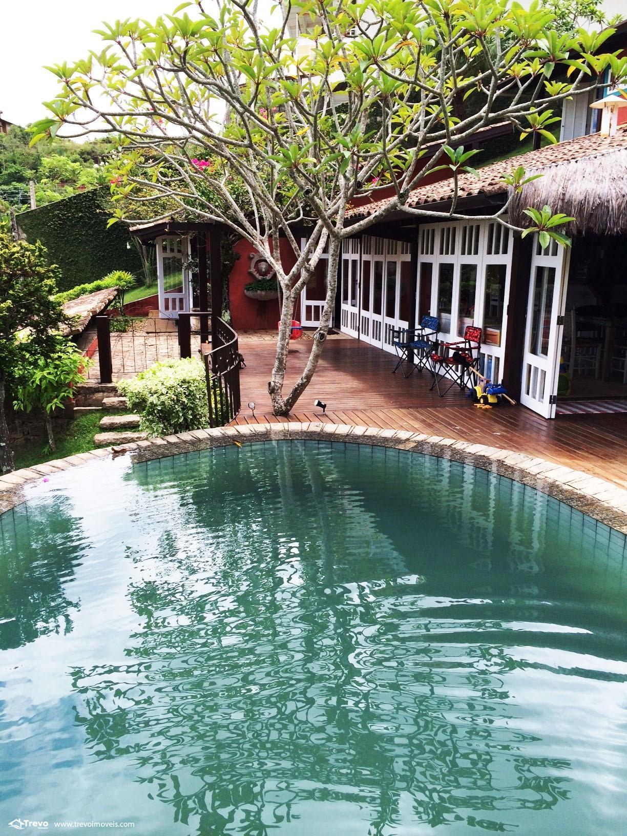 Casa charmosa em condomínio fechado em Ilhabela