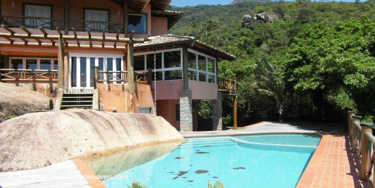 Linda-casa-em-condomínio-com-vista para-o-mar-em-Ilhabela