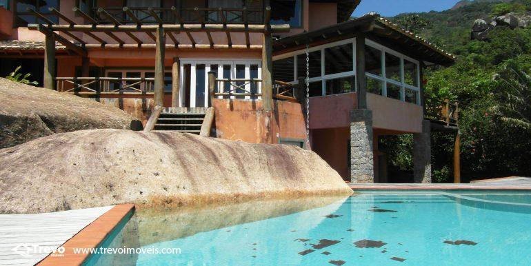 Linda-casa-em-condomínio-com-vista para-o-mar-em-Ilhabela12