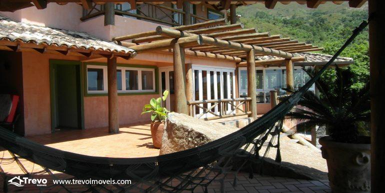 Linda-casa-em-condomínio-com-vista para-o-mar-em-Ilhabela4