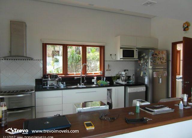 Casa-charmosa-com-vista-para-o-mar-em-Ilhabela4