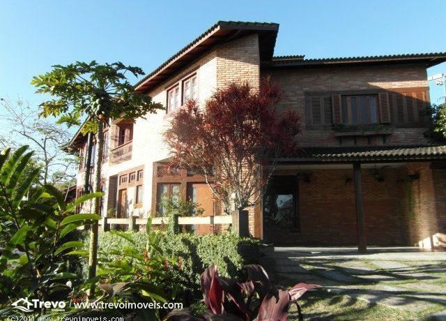 Casa a venda em Ilhabela,perto do centro