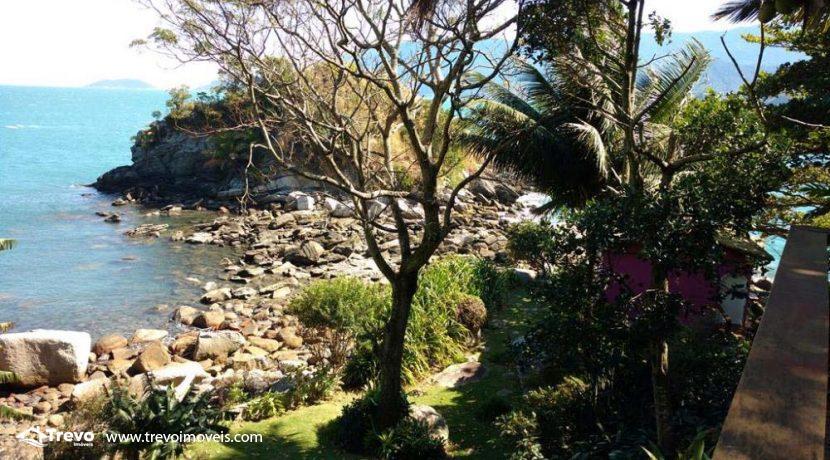 Casa-a-venda-frente-ao-mar-na-costeira-em-Ilhabela13