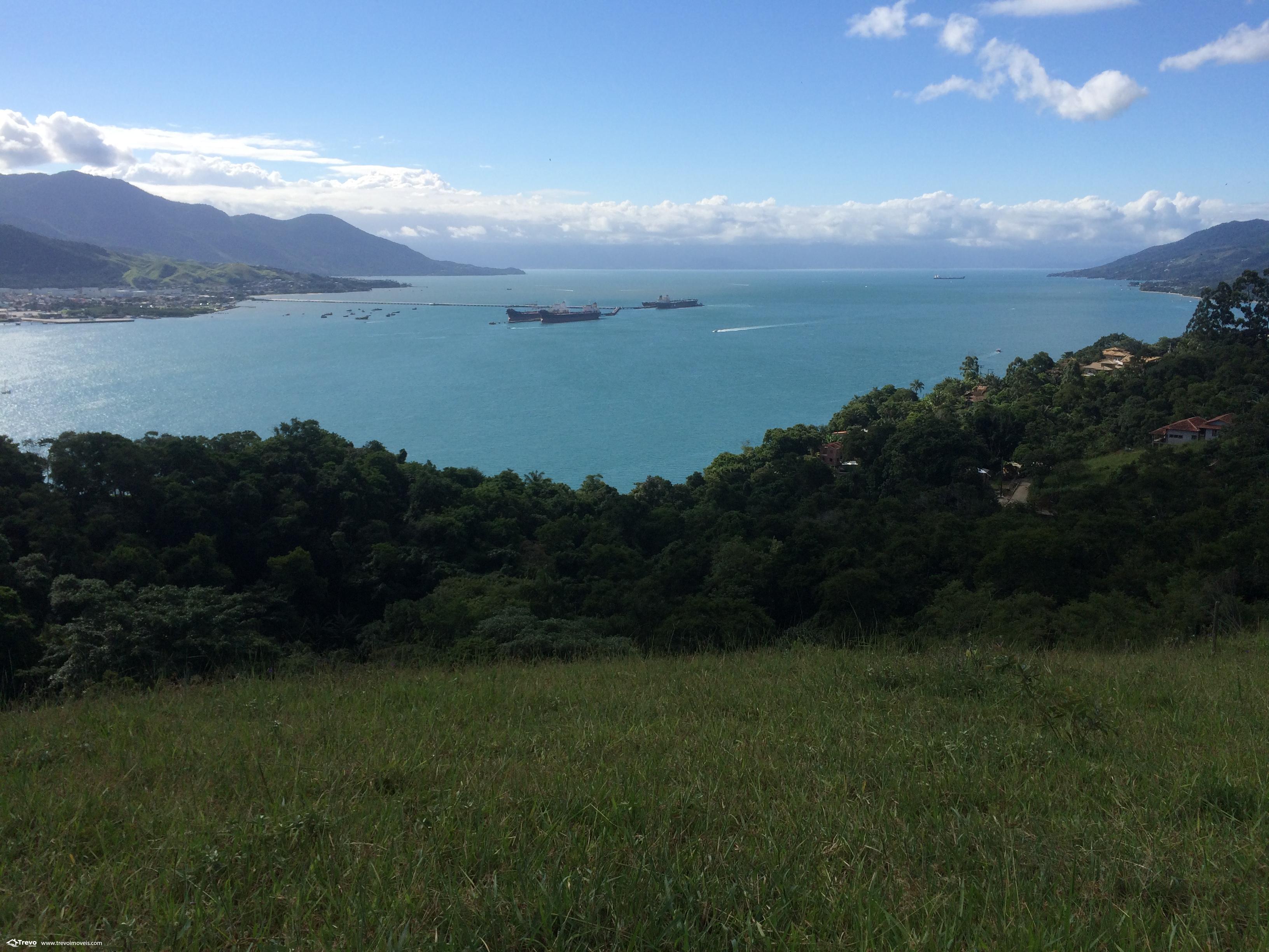 Terreno a venda com linda vista para o mar em Ilhabela