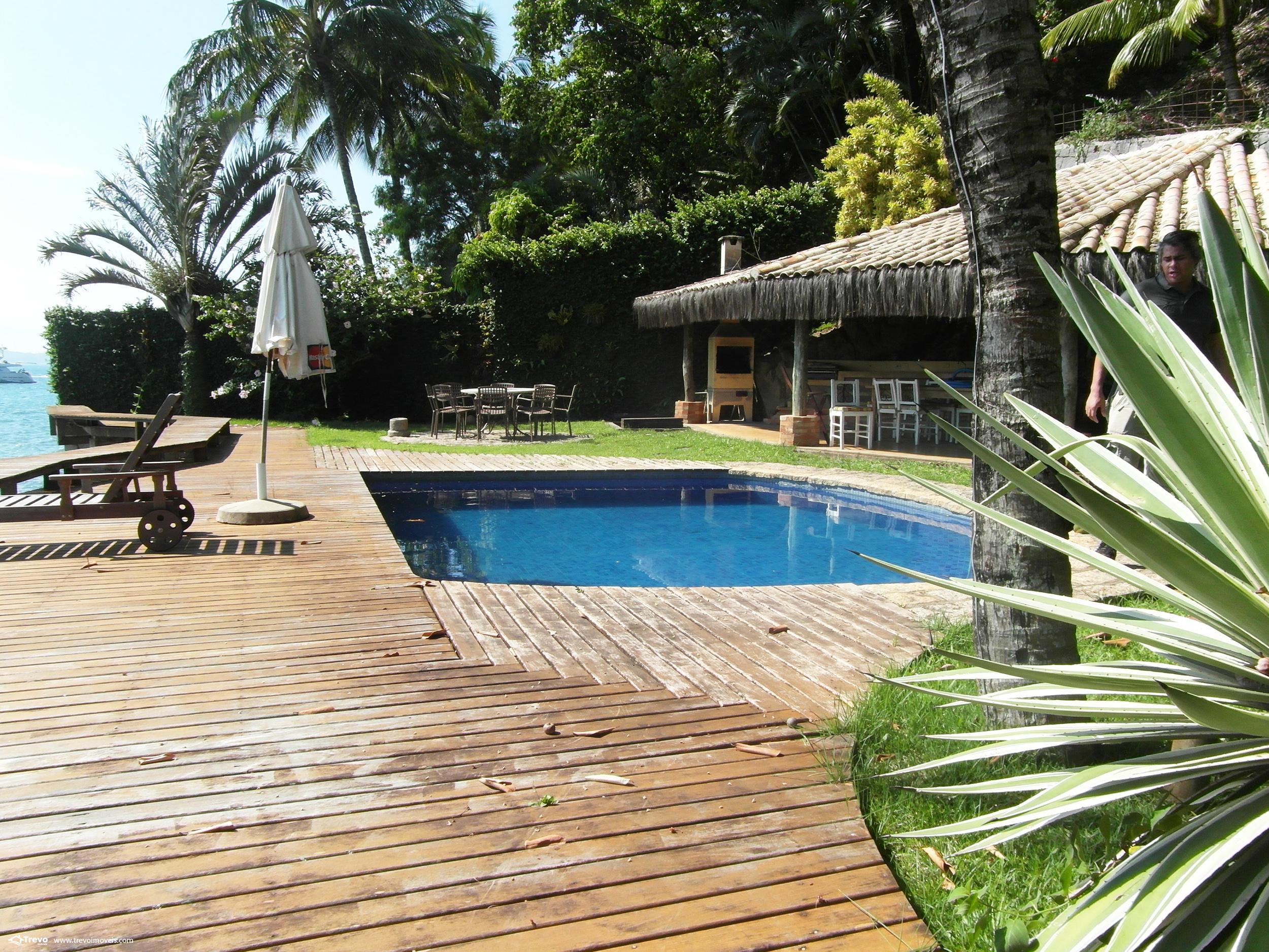 Casa a venda na costeira em Ilhabela