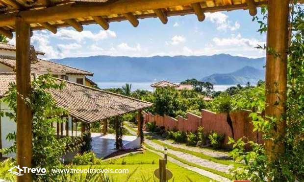 Casa charmosa a venda em condomínio fechado em Ilhabela