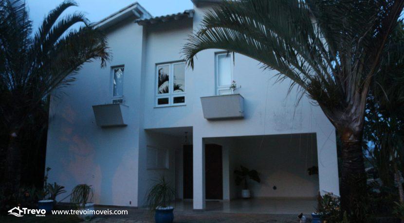 Linda-casa-a-venda-em-Ilhabela-na-costeira-e-prainha-particular10