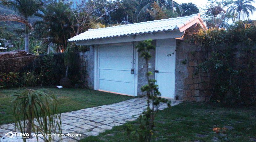 Linda-casa-a-venda-em-Ilhabela-na-costeira-e-prainha-particular11