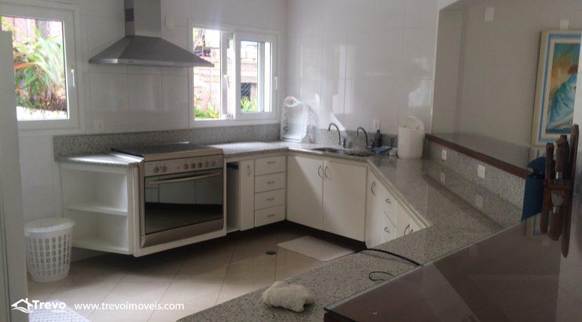 Linda-casa-a-venda-em-Ilhabela-na-costeira-e-prainha-particular27