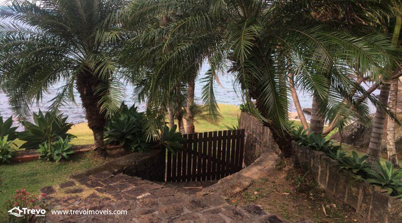 Linda-casa-a-venda-em-Ilhabela-na-costeira-e-prainha-particular30