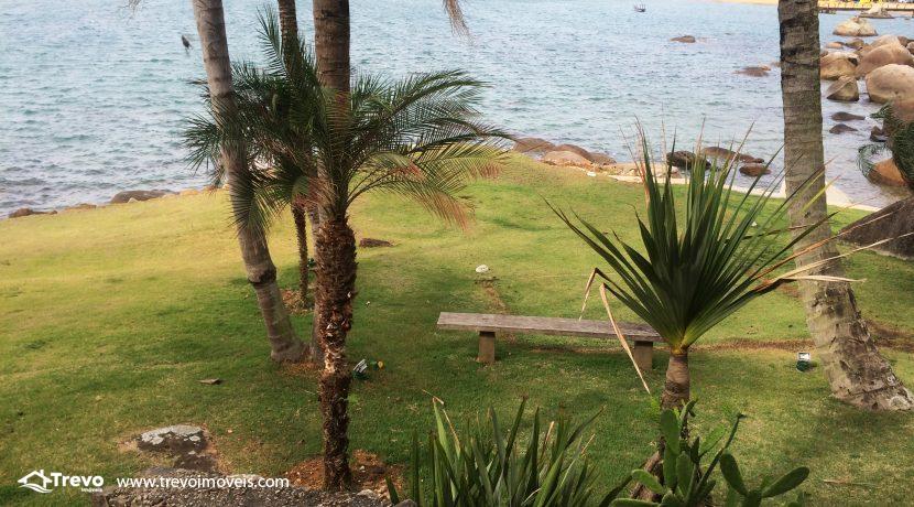 Linda-casa-a-venda-em-Ilhabela-na-costeira-e-prainha-particular32