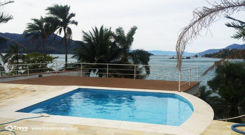 Linda-casa-a-venda-em-Ilhabela-na-costeira-e-prainha-particular41