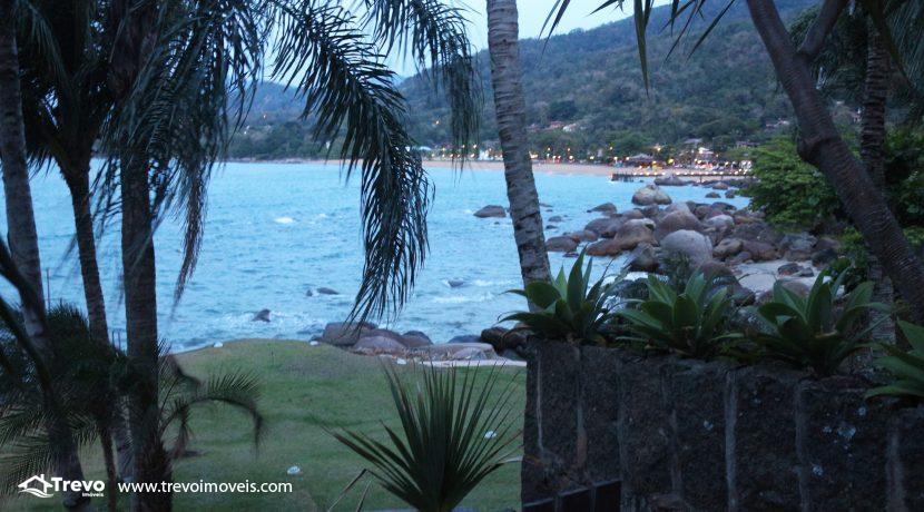 Linda-casa-a-venda-em-Ilhabela-na-costeira-e-prainha-particular8