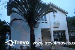 Linda-casa-a-venda-em-Ilhabela-na-costeira-e-prainha-particular9