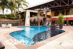 pool--v12800102-w902