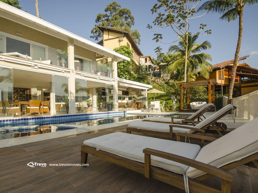 Linda casa de luxo com vista para o mar