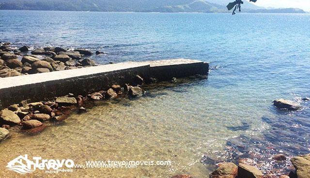 Casa-de-luxo-frente-ao-mar-em-Ilhabela-32-800x460