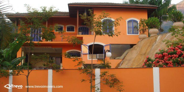 Linda-casa-em-região-nobre-de-Ilhabela31