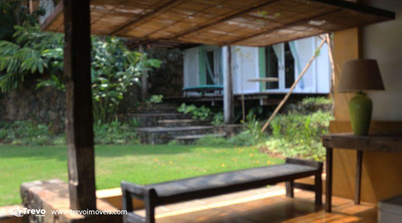 Casa-charmosa-pé-na-areia-em-Ilhabela10