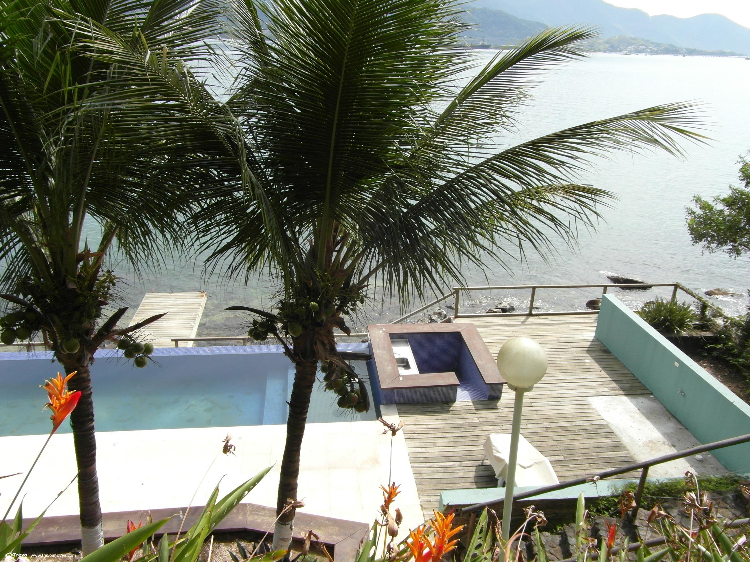 Linda casa de costeira em Ilhabela