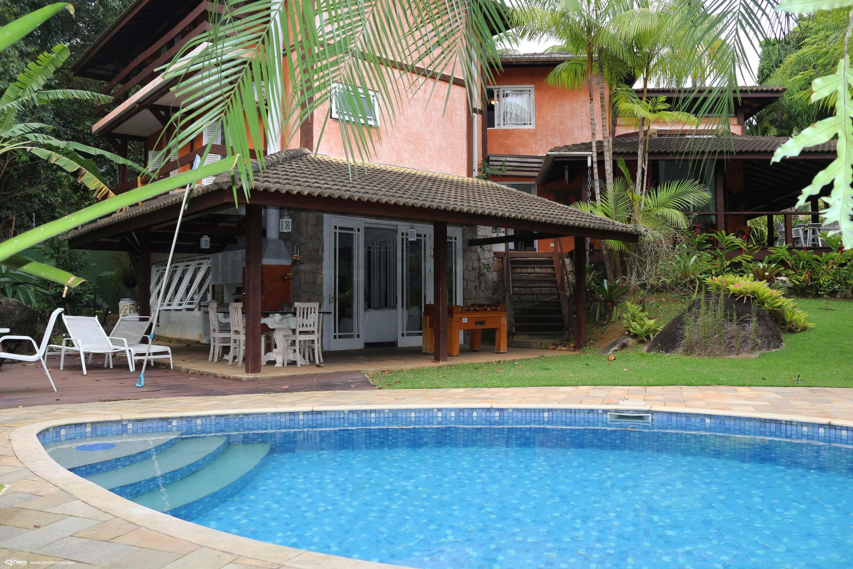 Linda casa a venda em condomínio fechado em Ilhabela