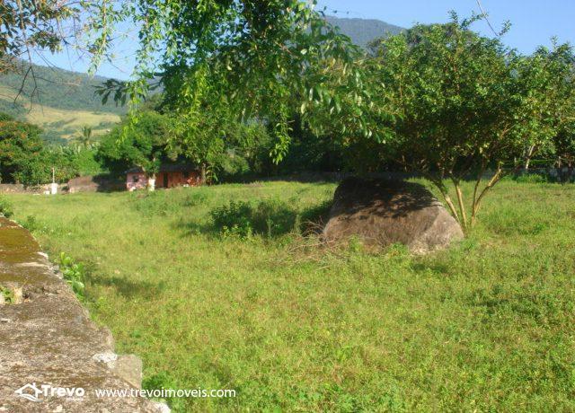 Lindo-terreno-de-costeira-a-venda-em-Ilhabela1