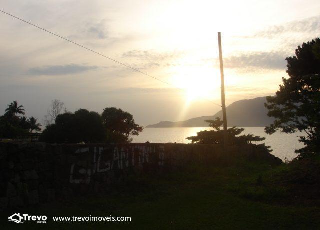 Lindo-terreno-de-costeira-a-venda-em-Ilhabela10
