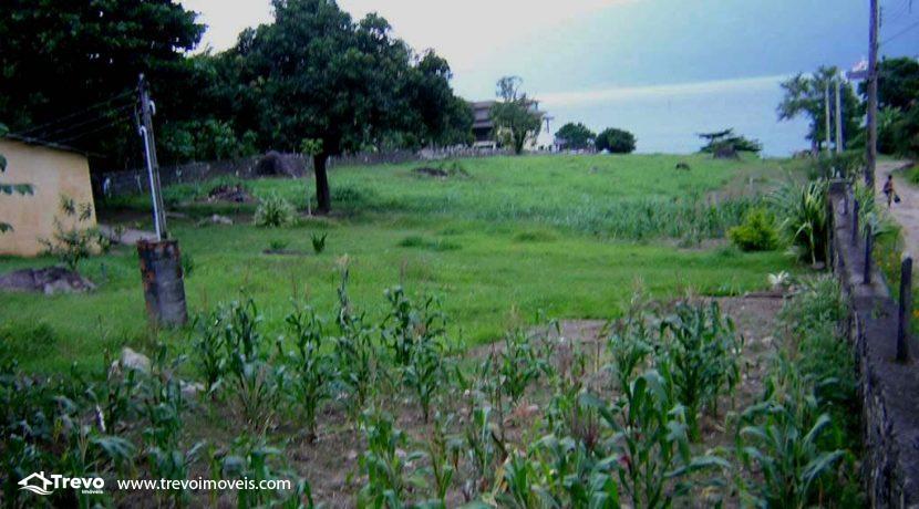 Lindo-terreno-de-costeira-a-venda-em-Ilhabela12