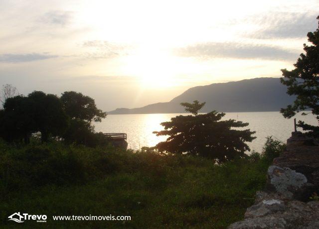 Lindo-terreno-de-costeira-a-venda-em-Ilhabela8