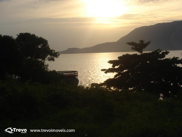 Lindo terreno de costeira a venda em Ilhabela