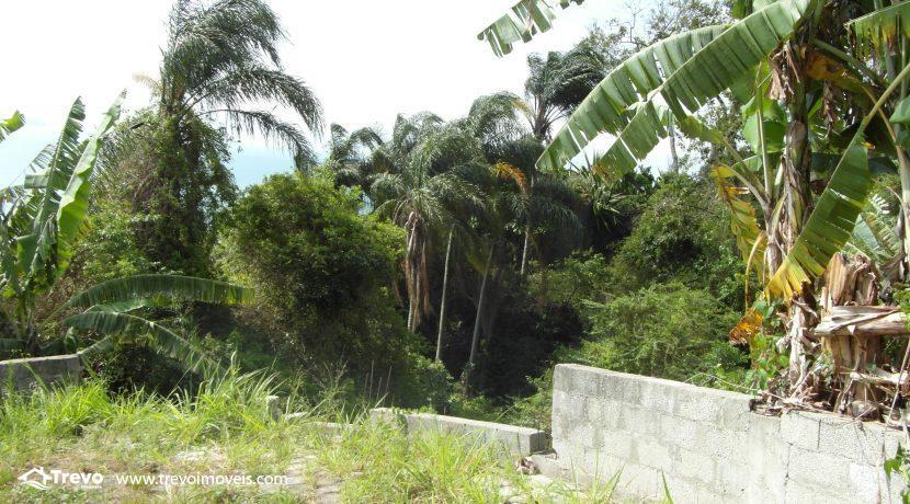 Lindo-terreno-a-venda-em-Ilhabela-perto-do-Vila15