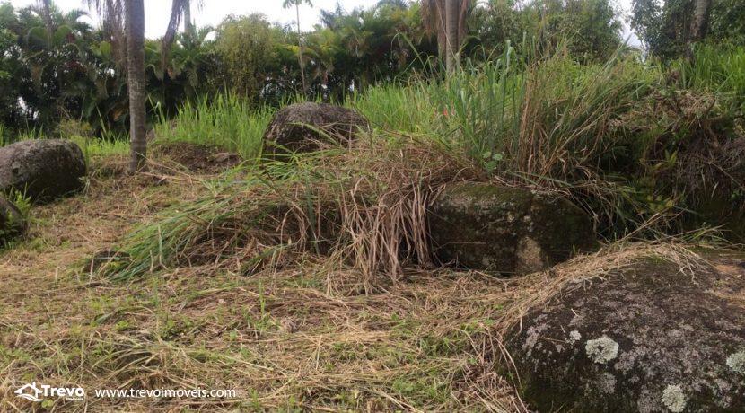 Lindo-terreno-de-costeira-a-venda-em-Ilhabela6