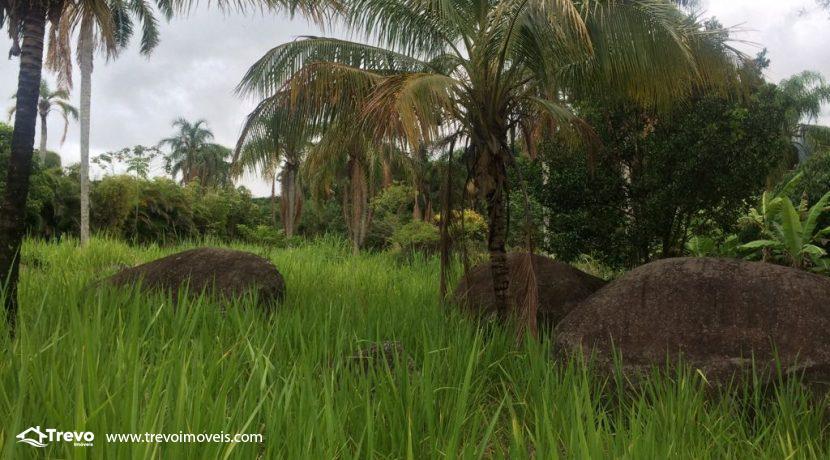 Lindo-terreno-de-costeira-a-venda-em-Ilhabela9