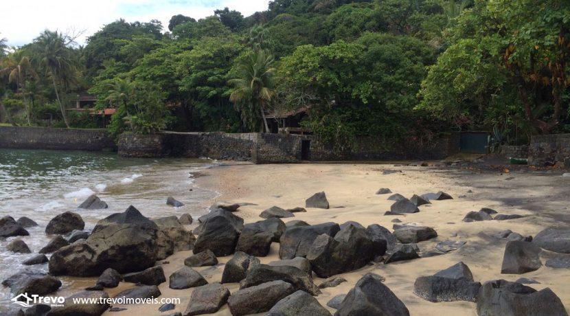 casa-a-venda-em-Ilhabela-pé-na-areia31