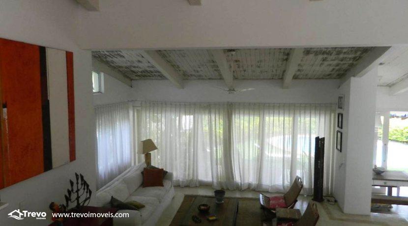 Casa-a-venda-em-Ilhabela-com-acesso-ao-mar-praia-e-costeira