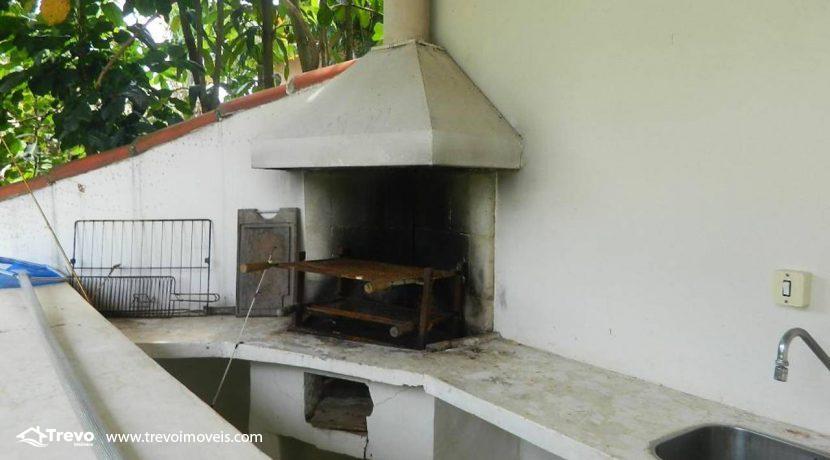 Casa-a-venda-em-Ilhabela-com-acesso-ao-mar-praia-e-costeira1