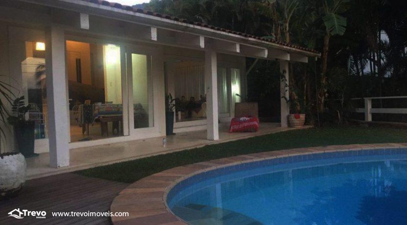 Casa-a-venda-em-Ilhabela-com-acesso-ao-mar-praia-e-costeira22