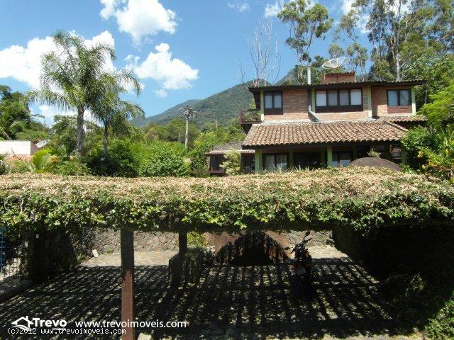 Casa a venda em Ilhabela em condomínio fechado