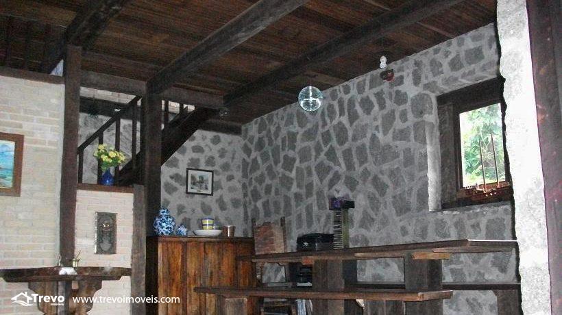 Casa-a-venda-em-Ilhabela-na-costeira4